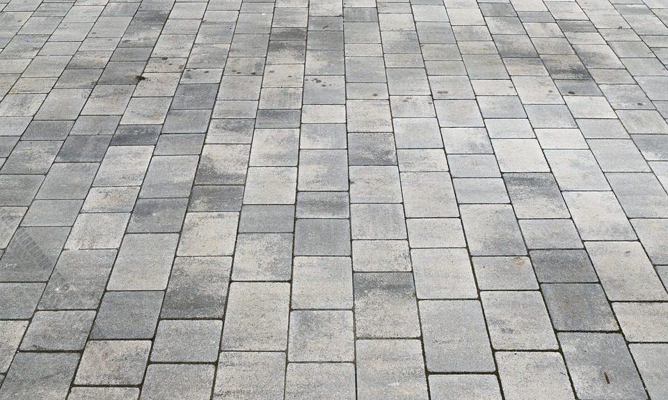 Det skal handle om betonfliser herinde på bloggen, og det er noget, som jeg har undersøgt meget, fordi jeg selv skulle have nogen.