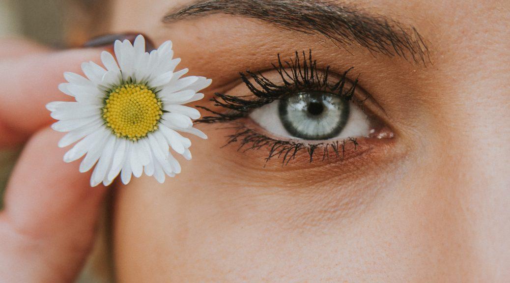 Jeg vil i dag tale om, hvordan du kan blive gladere for dit spejlbillede. Det er nemlig sådan, at man kan få operation af poser under øjnene.
